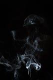 Άσπρος ή γκρίζος καπνός στο σκοτεινό υπόβαθρο Στοκ Εικόνα