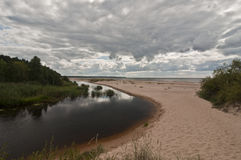 Άσπρος αμμόλοφος κοντά στη Ρήγα, Λετονία στοκ εικόνα