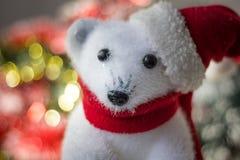Άσπρος αντέξτε το παιχνίδι ως διακόσμηση Χριστουγέννων, με το καπέλο santa Στοκ φωτογραφίες με δικαίωμα ελεύθερης χρήσης