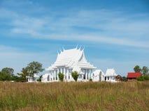 Άσπρος βουδιστικός ναός στην Ταϊλάνδη Στοκ Εικόνες