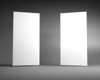 Άσπρος κάθετος πίνακας διαφημίσεων δύο σε ένα σκοτεινό γκρίζο υπόβαθρο Στοκ Εικόνες