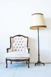 Άσπρος καναπές Στοκ φωτογραφία με δικαίωμα ελεύθερης χρήσης