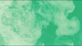 Άσπρος καπνός κινηματογραφήσεων σε πρώτο πλάνο στο πράσινο υπόβαθρο απεικόνιση αποθεμάτων