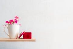 άσπρος καφές και το Antigonon LE κουπών Στοκ φωτογραφίες με δικαίωμα ελεύθερης χρήσης