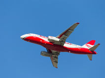 Άσπρος-κόκκινο Superjet 100-95B Στοκ Εικόνες