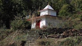 Άσπρος ναός στο λόφο Sarankot απόθεμα βίντεο
