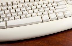άσπρος ξύλινος πληκτρολογίων γραφείων Στοκ εικόνες με δικαίωμα ελεύθερης χρήσης