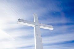 άσπρος ξύλινος σταυρός Στοκ φωτογραφία με δικαίωμα ελεύθερης χρήσης