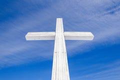 άσπρος ξύλινος σταυρός Στοκ εικόνες με δικαίωμα ελεύθερης χρήσης