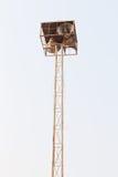 Άσπρος ουρανός πύργων μεγάφωνων Στοκ φωτογραφία με δικαίωμα ελεύθερης χρήσης