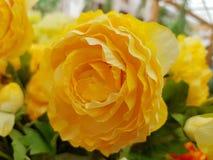 Άσπρος πλαστικός αυξήθηκε λουλούδια Στοκ φωτογραφία με δικαίωμα ελεύθερης χρήσης