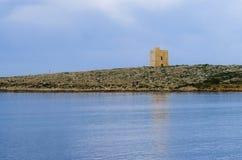 Άσπρος πύργος βράχων στο σούρουπο Στοκ Εικόνα