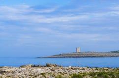 Άσπρος πύργος βράχων στο σούρουπο Στοκ εικόνα με δικαίωμα ελεύθερης χρήσης