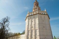 Άσπρος πύργος πετρών στοκ φωτογραφία με δικαίωμα ελεύθερης χρήσης