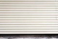 Άσπρος πλαστικός τοίχος σανίδων Στοκ εικόνα με δικαίωμα ελεύθερης χρήσης