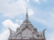 Άσπρος στόκος στη στέγη του περίπτερου στοκ φωτογραφία