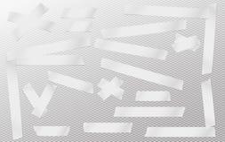 Άσπρος συγκολλητικός, κολλώδης, κάλυψη, ταινία αγωγών, κομμάτια λουρίδων εγγράφου για το κείμενο στο γκρίζο τακτοποιημένο υπόβαθρ Στοκ Φωτογραφίες