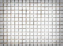 Άσπρος τοίχος κεραμιδιών ελεύθερη απεικόνιση δικαιώματος