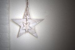 Άσπρος τοίχος με το υπόβαθρο αστεριών Στοκ Φωτογραφίες