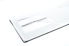 Άσπρος φάκελος φορολογικών πληροφοριών στο άσπρο υπόβαθρο Στοκ Φωτογραφία