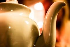 Άσπρος teapot στενός επάνω Αφηρημένο υπόβαθρο τελετής τσαγιού στοκ εικόνα με δικαίωμα ελεύθερης χρήσης