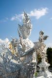 Άσπρο άγαλμα αγγέλου στο ναό Rong Khun Στοκ Φωτογραφίες
