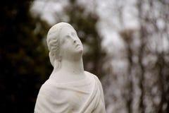 Άσπρο άγαλμα της γυναίκας Στοκ φωτογραφίες με δικαίωμα ελεύθερης χρήσης