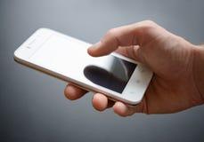 Άσπρο έξυπνο τηλέφωνο στο χέρι Στοκ εικόνες με δικαίωμα ελεύθερης χρήσης