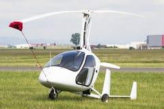 Άσπρο αεροπλάνο γυροσκοπίων Στοκ φωτογραφία με δικαίωμα ελεύθερης χρήσης