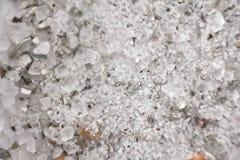Άσπρο αλατισμένο υπόβαθρο κρυστάλλου Κινηματογράφηση σε πρώτο πλάνο Μακροεντολή Στοκ φωτογραφία με δικαίωμα ελεύθερης χρήσης