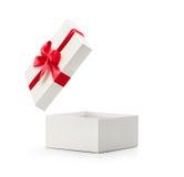Άσπρο ανοικτό κιβώτιο δώρων με το κόκκινο τόξο Στοκ Φωτογραφία