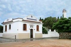 Άσπρο αποικιακό σπίτι στο ιστορικό τέταρτο Colonia del Sacramen Στοκ φωτογραφία με δικαίωμα ελεύθερης χρήσης