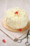 Άσπρο δασικό κέικ - άσπρο κέικ κερασιών σοκολάτας στοκ εικόνες