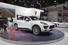 Άσπρο αυτοκίνητο suv της Porsche macan Στοκ Εικόνα