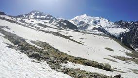 Άσπρο βουνό, προσωπική άποψη προοπτικής από τη κάμερα ορειβατών που τοποθετείται στο κράνος Στοκ Εικόνες