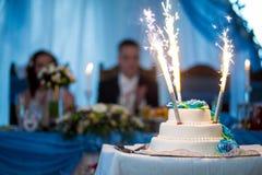 Άσπρο γαμήλιο κέικ Στοκ Φωτογραφία