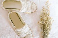 Άσπρο εκλεκτής ποιότητας ύφος δαντελλών παπουτσιών στοκ εικόνες