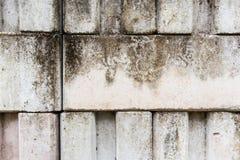 Άσπρο ενδασφαλίζοντας βρώμικο τραχύ κονίαμα τουβλότοιχος στοκ εικόνα με δικαίωμα ελεύθερης χρήσης