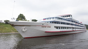 Άσπρο επιβατηγό πλοίο Georgy Zhukov Στοκ Εικόνες