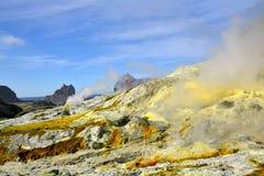 Άσπρο θαλάσσιο ηφαίστειο νησιών στοκ εικόνες