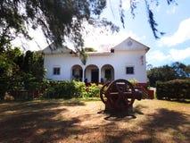 Άσπρο ισπανικό σπίτι φυτειών Στοκ Εικόνα