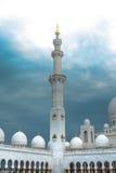 Άσπρο ιστορίας μουσουλμανικό τέμενος μνημείων κληρονομιάς ισλαμικό στο Αμπού Νταμπί Στοκ Φωτογραφίες