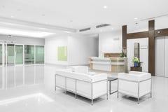 Άσπρο κάθισμα του σύγχρονου νοσοκομείου στοκ εικόνα