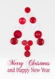 Άσπρο και κόκκινο υπόβαθρο Χριστουγέννων δέντρων κουμπιών, που απομονώνεται στο λευκό με το διάστημα αντιγράφων ελεύθερη απεικόνιση δικαιώματος
