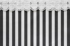 Άσπρο και μαύρο σατέν με τη δαντέλλα Στοκ εικόνες με δικαίωμα ελεύθερης χρήσης