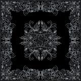 Άσπρο και μαύρο σχέδιο Bandana με τα λουλούδια και τα μούρα Διανυσματικό τετράγωνο τυπωμένων υλών Στοκ Εικόνες