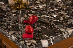 Άσπρο και μαύρο countertop κουζινών πολυτέλειας Αντίθετη έννοια γρανίτη Στοκ Εικόνα