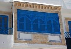 Άσπρο και μπλε μπαλκόνι Sidi Bou εν λόγω Στοκ φωτογραφία με δικαίωμα ελεύθερης χρήσης
