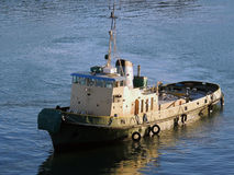 Άσπρο και πράσινο Tugboat Στοκ εικόνα με δικαίωμα ελεύθερης χρήσης