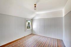 Άσπρο κενό εσωτερικό δωματίων με τη θολωτή περιποίηση τοίχων ανώτατων ορίων και να πλαισιώσει Στοκ εικόνες με δικαίωμα ελεύθερης χρήσης